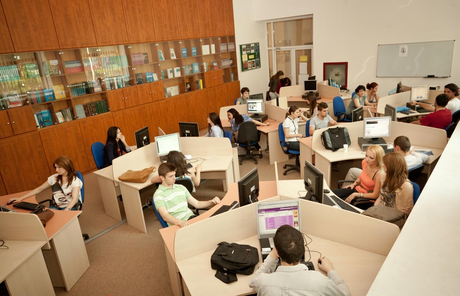 Educație universitară: Se remarcă o nevoie acută de specializare a studenților