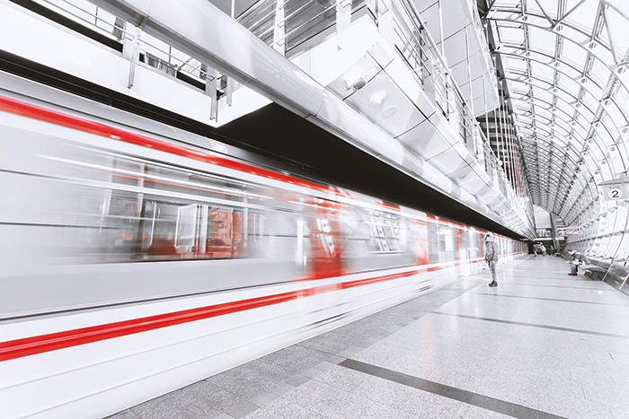 Cine merge marți cu metroul are parte de surprize
