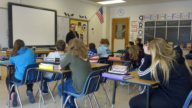 Elevii ar putea sa petreaca mai putine ore la scoala