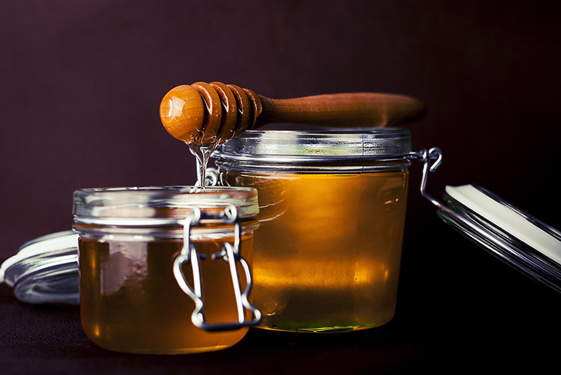 Prescolarii si elevii din clasele I-IV vor primi miere de albine