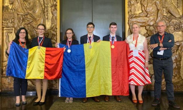 Elevii romani se intorc de la Olimpiada Internationala de Chimie cu o medalie de aur si trei de argint