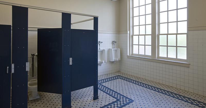 Un liceu din Alabama a renuntat la usile de toaleta ca sa previna fumatul in randul elevilor
