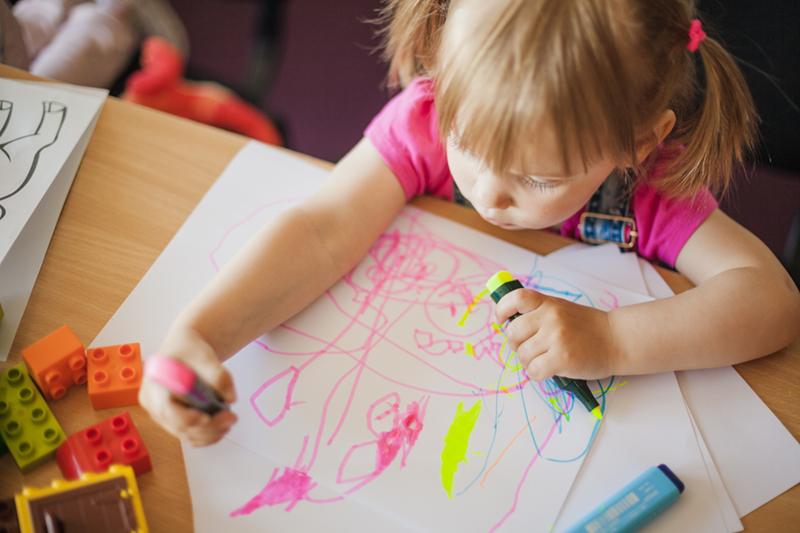 Cresele si after-school-urile ar putea functiona pe perioada verii, cu un numar redus de copii