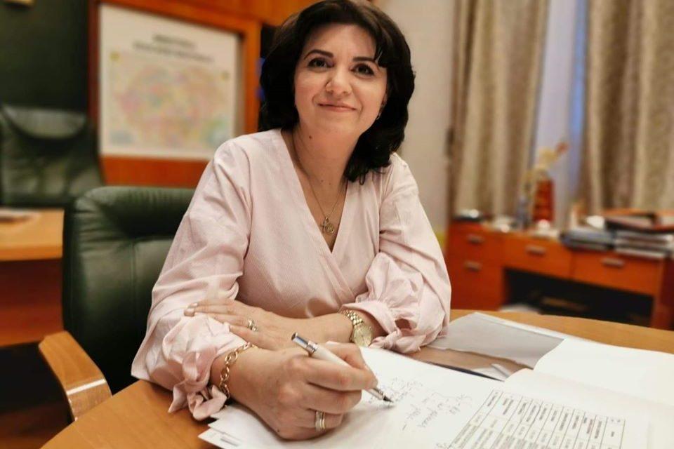 Ministrul Educaţiei a anunat ca anul scolar s-ar putea prelungi cu o saptamana