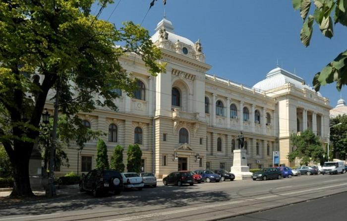 Universitatea din Iasi organizeaza 12 scoli de vara online pentru liceeni