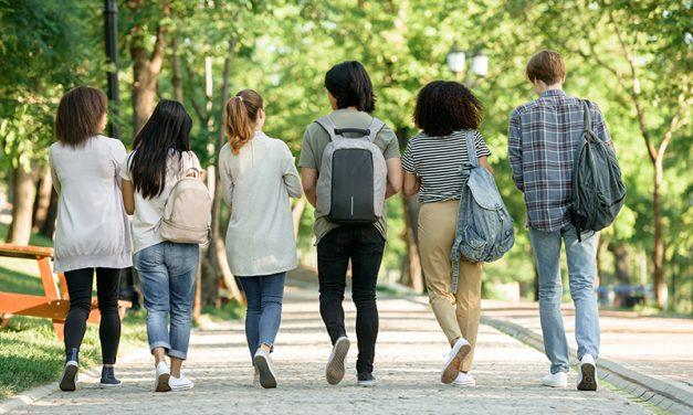 Elevii nu vor mai fi obligati sa poarte masca de protectie in curtea scolii